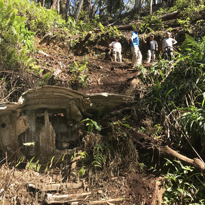 Group investigating air crash site