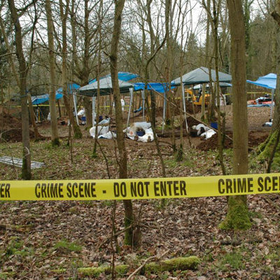 What are the advantages and the disadvantages of forensic anthropology?